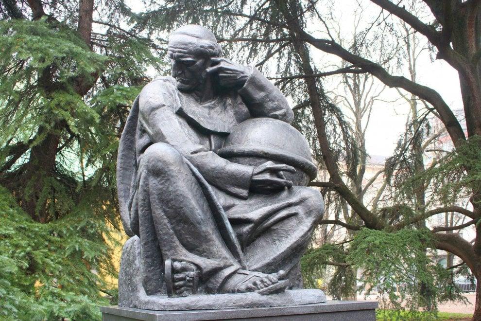 Milano, una nuova statua ai giardini Montanelli: è dello scienziato Boscovich