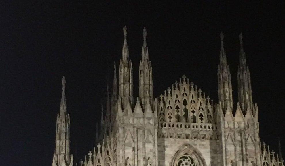 Che fine ha fatto la Madonnina? Luci spente sul tetto del Duomo