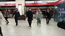 Ritmi argentini in metrò la fermata si trasforma in un palcoscenico