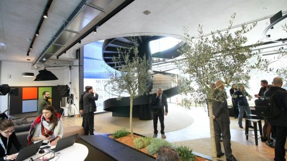 """La nuova sede Microsoft a Milano, scrivanie condivise e reception virtuale: """"Un edificio 4.0, aperto alla città"""""""