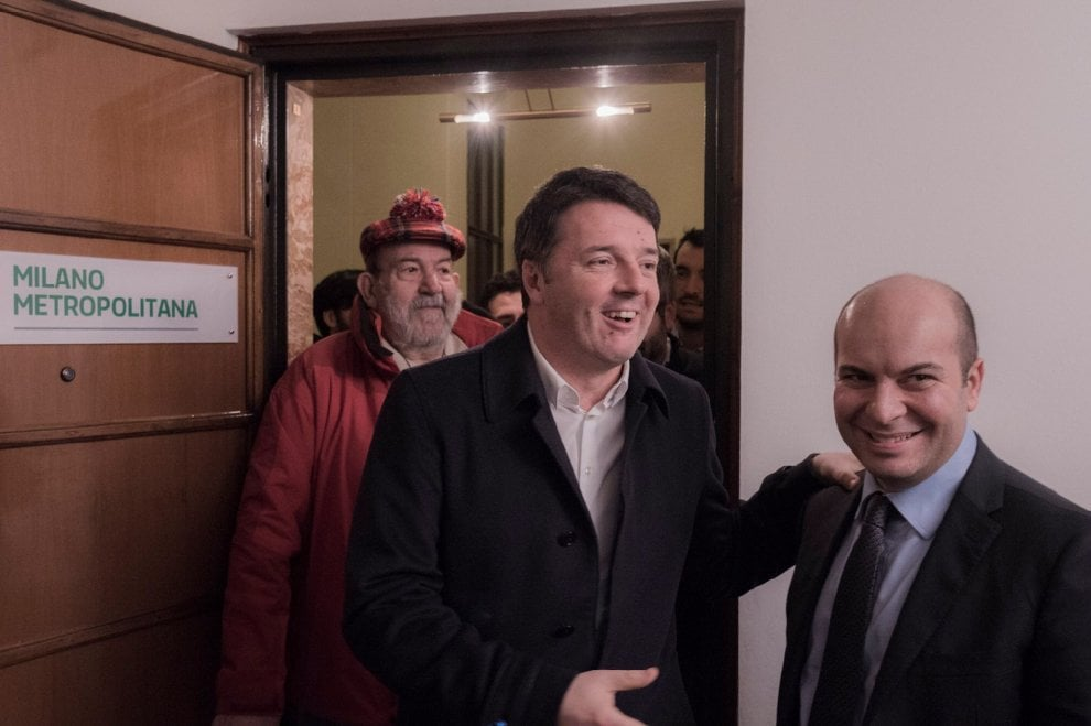 Milano, Matteo Renzi in visita a sorpresa: incontro con i vertici dem