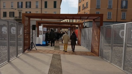 Milano festa per la passerella 39 biki 39 a porta genova - Carabinieri porta genova milano ...