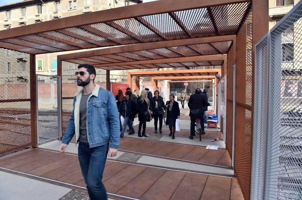 Milano ecco la passerella di porta genova l - Carabinieri porta genova milano ...