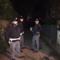 Donna uccisa in casa a Como: suo marito l'avrebbe accoltellata tentando poi il suicidio