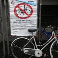 Sosta selvaggia delle bici, il Comune le porta via: nel Milanese scatta