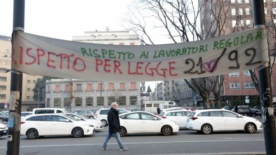 Violenti scontri durante la protesta dei taxi a Roma