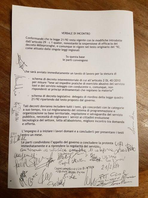 Milano, sospesa la protesta selvaggia dei tassisti: il documento dell'intesa raggiunta