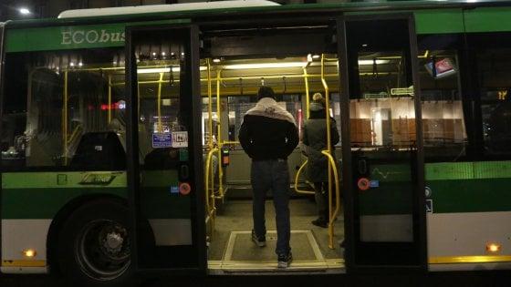 Milano, aggredisce e tenta di rapinare autista Atm: arrestato