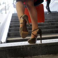 Milano, prende a colpi di tacco l'avvocato dell'ex in aula: Cassazione conferma
