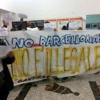 Milano, contestazione dei centri sociali al Forum delle politiche sociali: