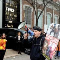 Milano, la protesta degli animalisti alla sfilata di Fendi: