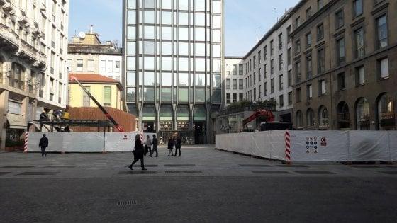 Milano, Apple forza i tempi per aprire entro Natale: via ai lavori in piazza Liberty