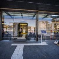 """Bergamo, la Lega chiede al Comune di limitare il wi-fi in stazione: """"Genera bivacco di..."""