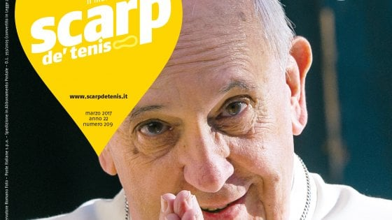 """Papa Francesco intervistato dai clochard di Milano: """"Buttare elemosina e non toccare l'altro non è da cristiani"""""""