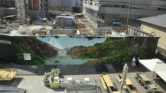 """Metrò Milano, street art e spettacoli lungo le recinzioni dei cantieri: """"Luoghi vivi, come a New York"""""""
