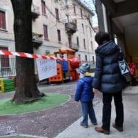 Milano, giochi danneggiati e scritte nei corridoi: l'asilo devastato dai vandali