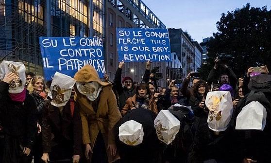 L'8 marzo di Milano tra festa, scioperi e piazza. Sala: facciamo comandare le donne