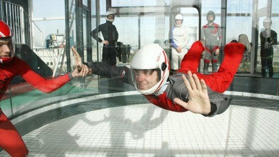 """Milano, ecco com'è lanciarsi nel simulatore di caduta libera più grande del mondo: """"Qui tutti possono volare"""""""