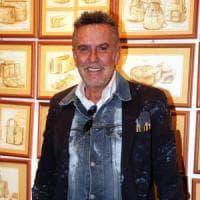 Milano, lo stilista Alviero Martini aggredito e rapinato in strada: