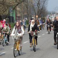 Milano, biciclettata delle donne musulmane per chiedere