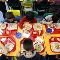 Milano, il cibo a scuola piace più ai bambini che ai genitori: divisi sulla pagella delle...