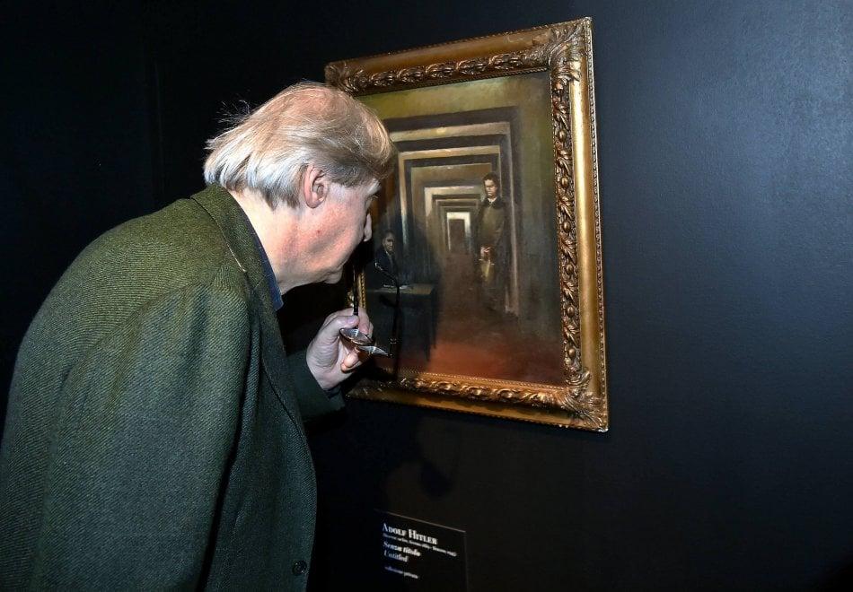 """""""Museo della Follia"""" a Salò, il quadro di Hitler del misterioso collezionista tedesco"""