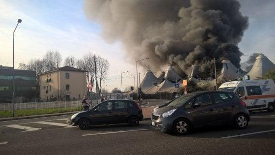 Incendio al Pala K di Cinisello Balsamo