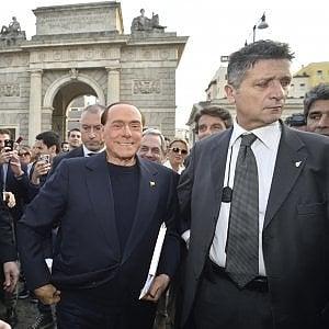 """Berlusconi l'anti-Grillo: """"Un dittatore. Solo il centrodestra è l'alternativa al Pd"""""""