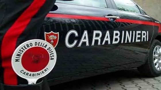 Pavia, vandali nella notte sul treno per Milano: danneggiano una carrozza e usano il freno di emergenza