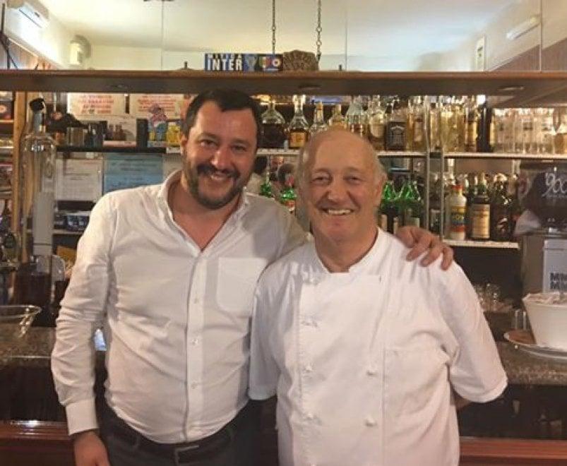 """Ladro ucciso a Lodi, anche Salvini a cena dal ristoratore: """"Sto con chi si difende"""""""