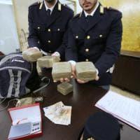 Milano, droga per gli studenti delle superiori: sequestrati più di 3 chili di hashish