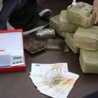 Milano, distribuiva pasti per le scuole e riforniva di droga i pusher degli studenti