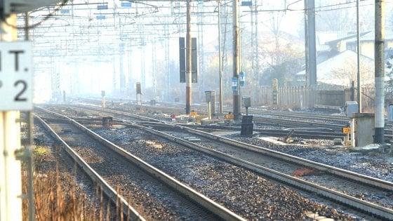 Selfie sui binari con il treno in corsa, 4 tredicenni bloccate dai vigili a Legnano