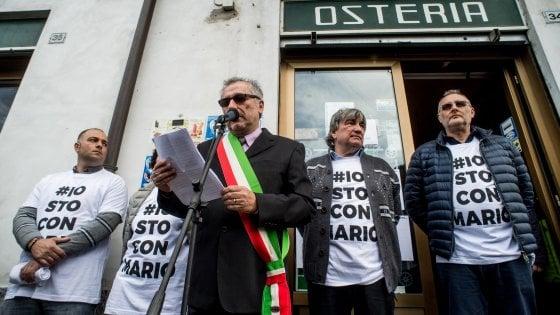 """Ladro ucciso a Lodi, sindaci in corteo per il ristoratore: """"La politica dia risposte sulla sicurezza"""""""