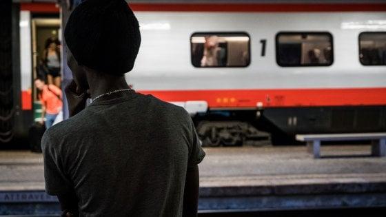 Folgorato sul tetto del treno per la Svizzera, 20 giorni fa rimase ucciso un migrante