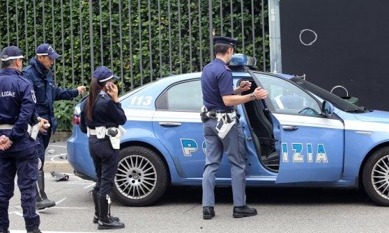Viale Strasburgo, lancia un martello contro la moglie: arrestato per stalking