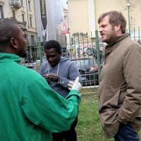 Profughi a Milano, dopo le minacce contro l'assessore arriva la carica degli hater:...