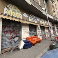 Milano, anarchici occupano negozio Aler abbandonato: polemiche tra Comune e Regione