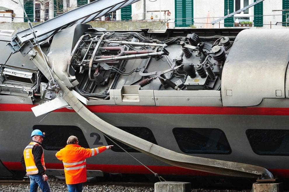 Eurocity Milano-Basilea deraglia vicino alla stazione di Lucerna