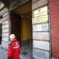 Milano, spruzza spray al peperoncino sui compagni di scuola: 4 in ospedale
