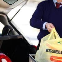 Milano, la spesa stile 'drive in' conquista i clienti: Esselunga punta a