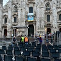 Papa a Milano, preparativi in piazza Duomo per l'Angelus: sigillati tombini e orologi