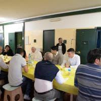 Papa a Milano, Francesco a San Vittore pranza con i detenuti e scherza con i volontari