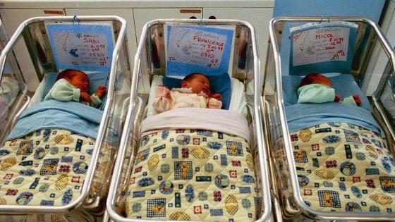 Milano, Palazzo Marino lancia il reddito di maternità con tre milioni per aiutare le mamme