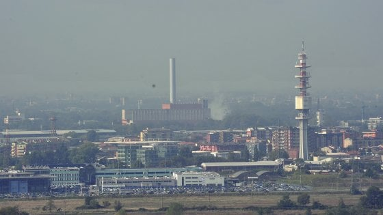 Milano, cresce la protesta contro l'impianto per rifiuti organici vicino all'inceneritore Silla 2