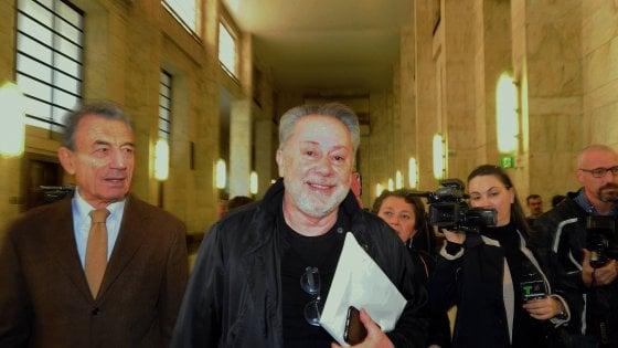 """Berlusconi, Lele Mora al processo contro Emilio Fede: """"Mi chiese i soldi e disse: Silvio è generoso, te ne darà altri"""""""