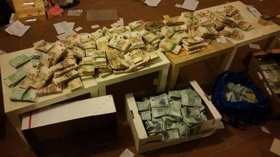 Monza nascondeva i soldi in un caveau confiscati 1 8 milioni di euro a un falso nullatenente - Soldi contanti a casa ...