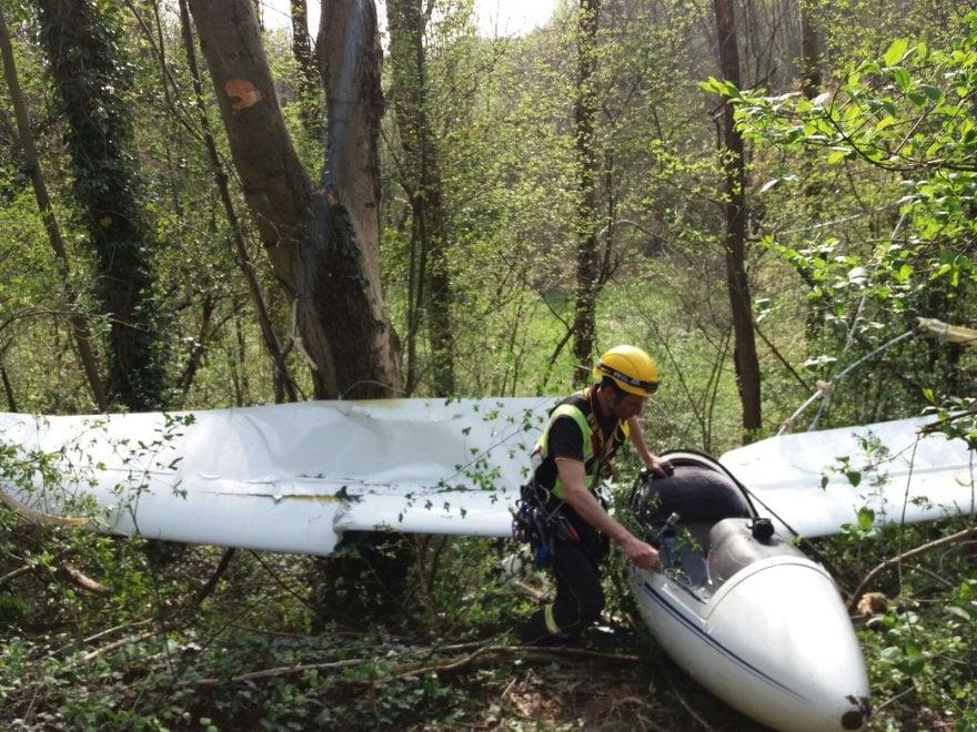 Aliante precipita nel Comasco, il pilota ferito è stato trasportato in ospedale