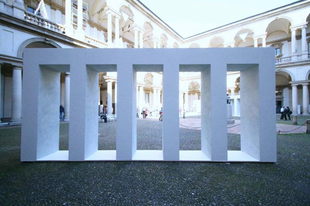 Fuorisalone a Milano, la Pinacoteca di Brera si tinge di bianco con le opere delle archistar
