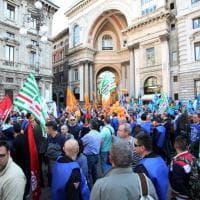 Milano, lavoratori Atm protestano sotto il Comune: